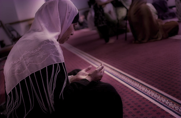 Hijab 101 : Do Muslim women have to wear hijabs during salah at home